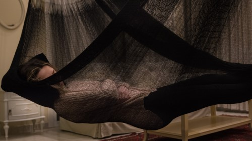 Sleep with a straight back in the hammock